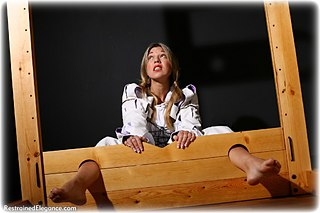 Bondage photo pic picture Belle barefoot, humiliation, medieval, nude